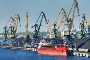 Przeładunki w portach morskich do końca kwietnia wzrosły o 22,1 proc.