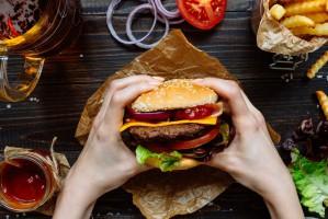 28 maja obchodzimy Światowy Dzień Hamburgera
