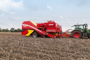 Spearhead wprowadza do Polski kombajny do zbioru ziemniaków Grimme