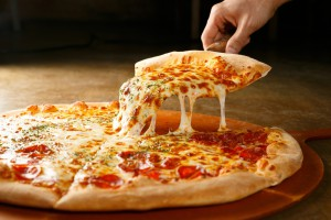 Kolejne sieci pizzerii wycofują jaja z chowu klatkowego