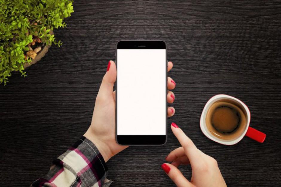 Transformacja cyfrowa odmienia zakupy, a żywność najmniej chętnie kupowana w sieci - raport
