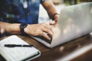 Obecność konsumentów w internecie zmusza firmy do zaistnienia online