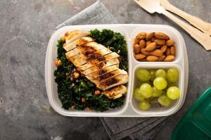 Badanie: 64 proc. Polaków samodzielnie przygotowuje posiłki do pracy