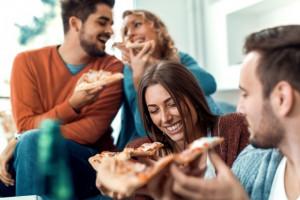 Polska na Talerzu 2018: Coraz więcej Polaków korzysta z lokali gastronomicznych (raport)
