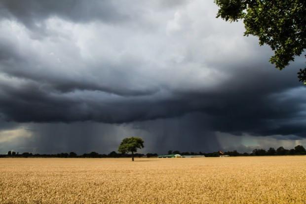 Startuje pilotaż systemu ostrzegania SMS-ami przed zagrożeniami pogodowymi