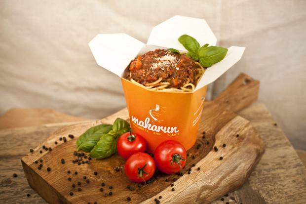 Makarun używa do swoich sosów pomidorów z Włoch