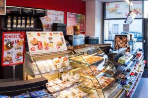 Carrefour planuje przejęcie lokali po sklepach Małpka Express