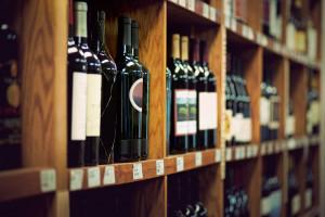 Badanie: Gdzie konsumenci kupują wino i ile go spożywają?