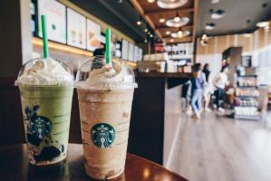 Starbucks wycofa plastikowe słomki do 2020 roku
