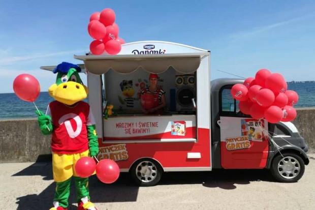 Kolorowy food truck krąży po Wybrzeżu – w środku czekają mrożone Danonki