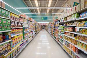 Euromonitor: Sprzedaż hipermarketów w Polsce spadnie poniżej 30 mld zł w 2018 r.