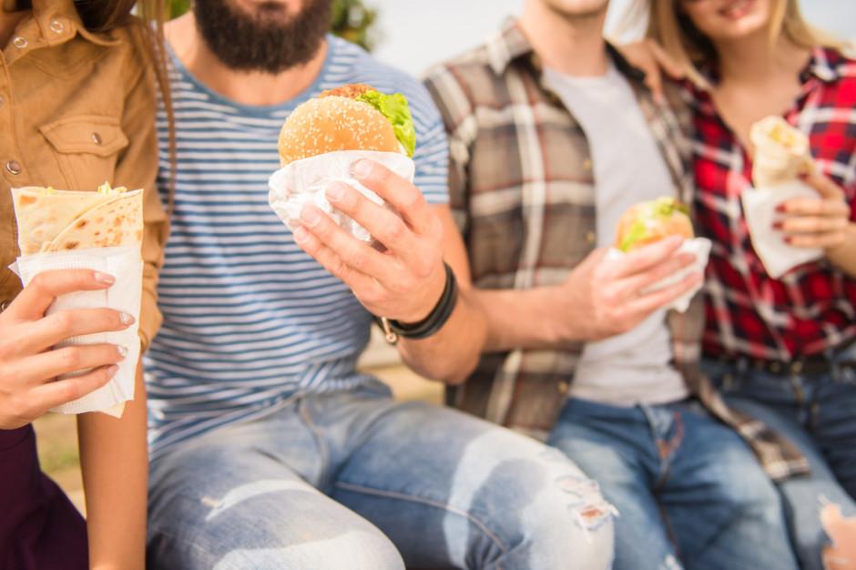 Badanie: Jedzenie typu 'fast-food' sprzyja astmie