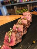 Restauracja Steak House Evil wprowadza steki ze strusia