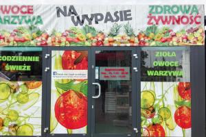 Trend eko trwa: Właściciel lokalnego warzywniaka zrezygnował z toreb foliowych