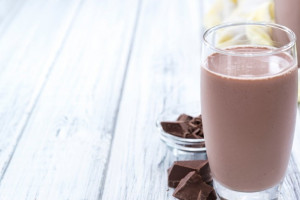 Naukowcy: Mleko czekoladowe pozwala ćwiczyć 6 minut dłużej niż napój sportowy