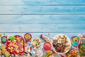 Polacy kochają przekąski! Na słodycze wydajemy 11,3 mld zł a na słone przyjemności 3,7 mld zł rocznie
