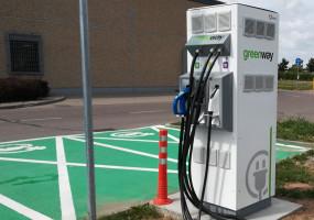 Kaufland udostępnia stację ładowania samochodów elektrycznych