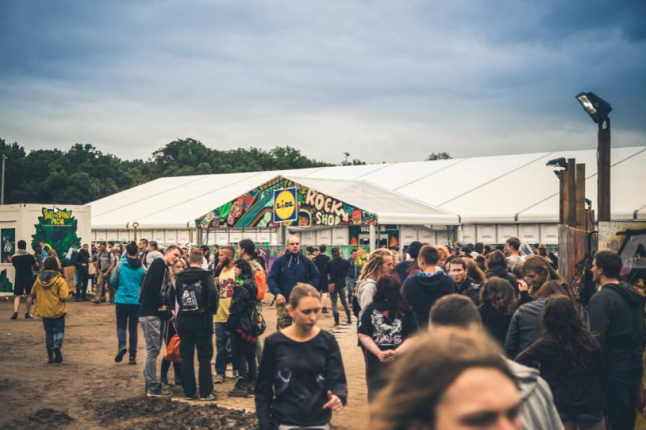 Dyskonty szukają klientów na letnich festiwalach