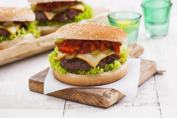 Hochland BURGER & TOAST nową propozycją dla fanów burgerów i tostów