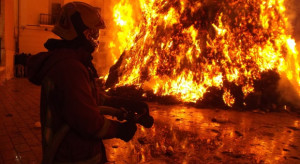 Kujawsko-pomorskie: Strażacy dogaszają pożar fermy drobiu