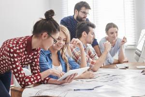 Rynek pracy: Jak wynagradzać i motywować młodych pracowników?