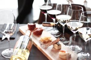 Serwowanie wina na weselu coraz powszechniejszym zwyczajem