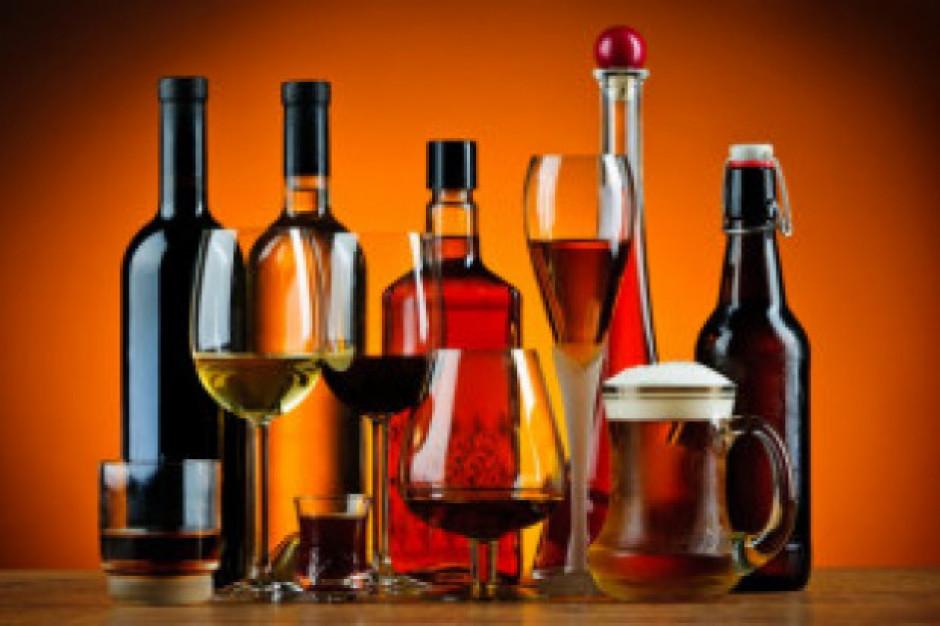 W 2017 r. znacznie wzrosły dostawy na rynek krajowy win gronowych, spadły wódki czystej i piwa