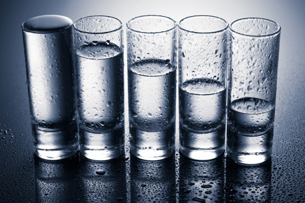 GUS o rynku wódki w 2017 r.: Produkcja spadła, ale wartość produkcji lekko wzrosła