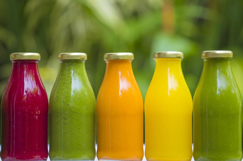 Którzy producenci soków i nektarów stosują jednolitą politykę cenową dla sklepów?