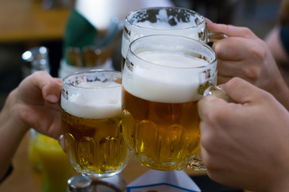 Reklamy alkoholu trudne do okiełznania
