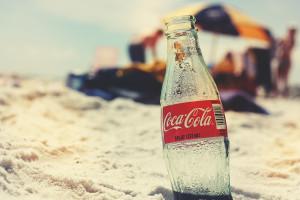 Coca-Cola wchodzi w segment napojów z kombuchą
