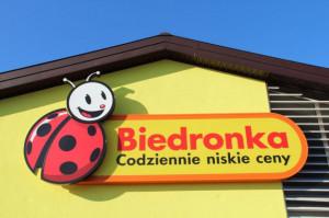 Przy Biedronkach staną automaty Poczty Polskiej do odbioru paczek