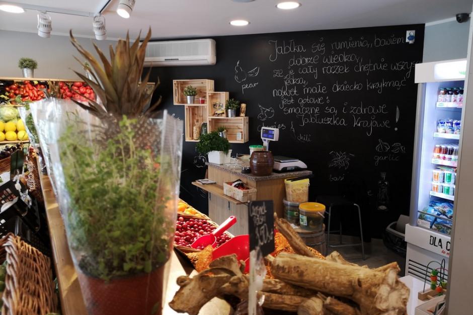Uczennica liceum plastycznego zaprojektowała sklep z warzywami i owocami dla swojej mamy