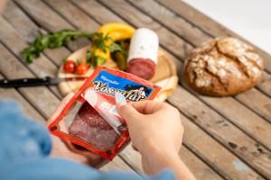 Mondi opracowuje opakowania z funkcją ponownego zamykania na produkty mięsne