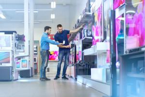 Sklepy stacjonarne z elektroniką idą w odstawkę. Polacy kupują w Internecie