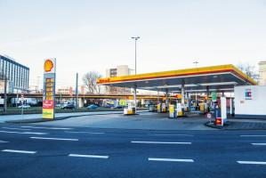 Nielsen: Zakaz handlu w niedziele wpłynął na gwałtowny wzrost sprzedaży na stacjach paliw