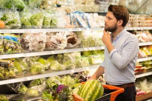 Zdrowe odżywianie to już stały trend, ale jedna piąta Polaków odżywia się niezdrowo (raport)