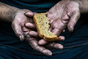 PAH: Walka z głodem to nie tylko rozdawnictwo paczek z żywnością