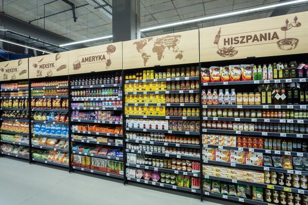 Carrefour zmodernizował osiem sklepów