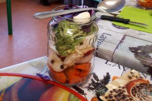 """Słupscy """"Kisiciele"""" uczyli przedszkolaków jak kisić warzywa i owoce"""