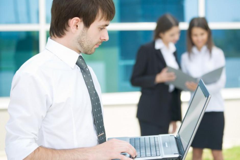 Badanie: Polacy częściej poszukują pracy w sieci niż przez znajomych