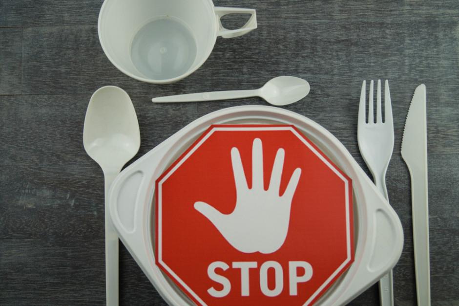 Parlament Europejski poparł zakaz plastikowych opakowań i sztućców