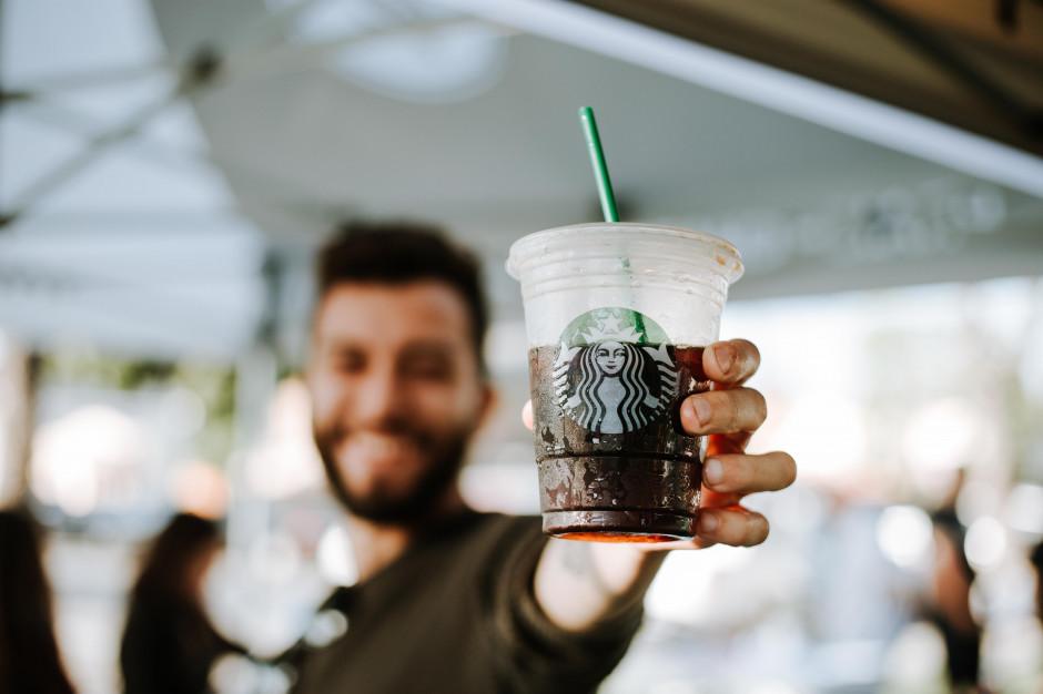 Starbucks rośnie więcej niż oczekuje rynek