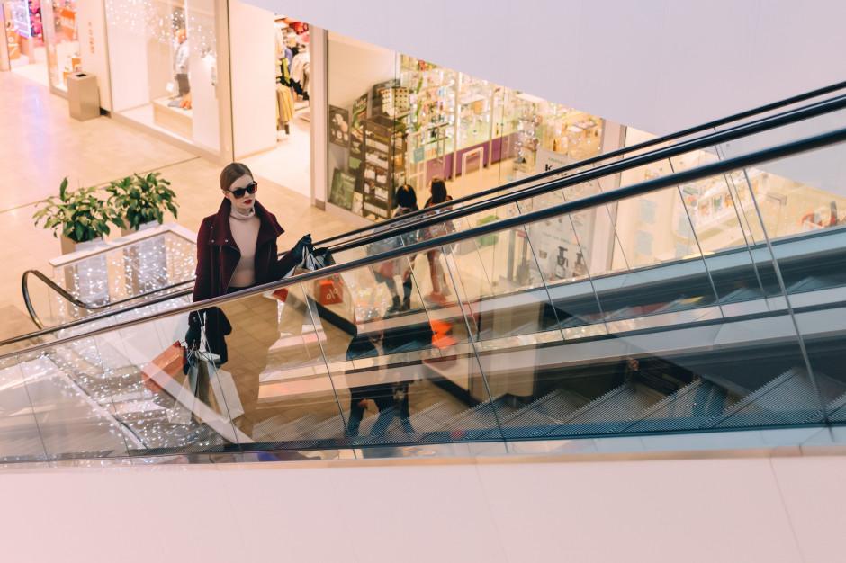 Liczba klientów w centrach handlowych w październiku spadła o 4% rdr