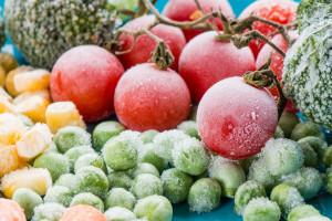 Polacy rocznie marnują 235 kg żywności na osobę. Jak powstrzymać marnowanie?