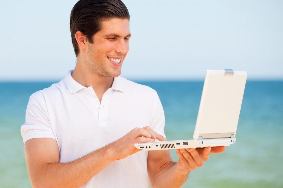 Konsumenci dóbr luksusowych są coraz młodsi, zakupy zdominuje technologia (raport)