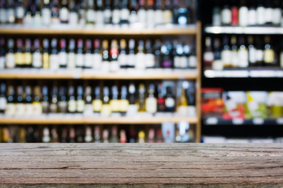 Ubywa sklepów z alkoholem