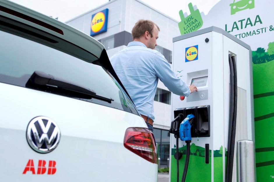 Lidl w Finlandii ze stacjami ładowania pojazdów elektrycznych od ABB