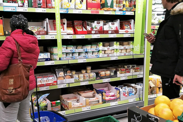 Badanie: Blisko 80 proc polskich konsumentów w dużych miastach kupuje gotowe dania
