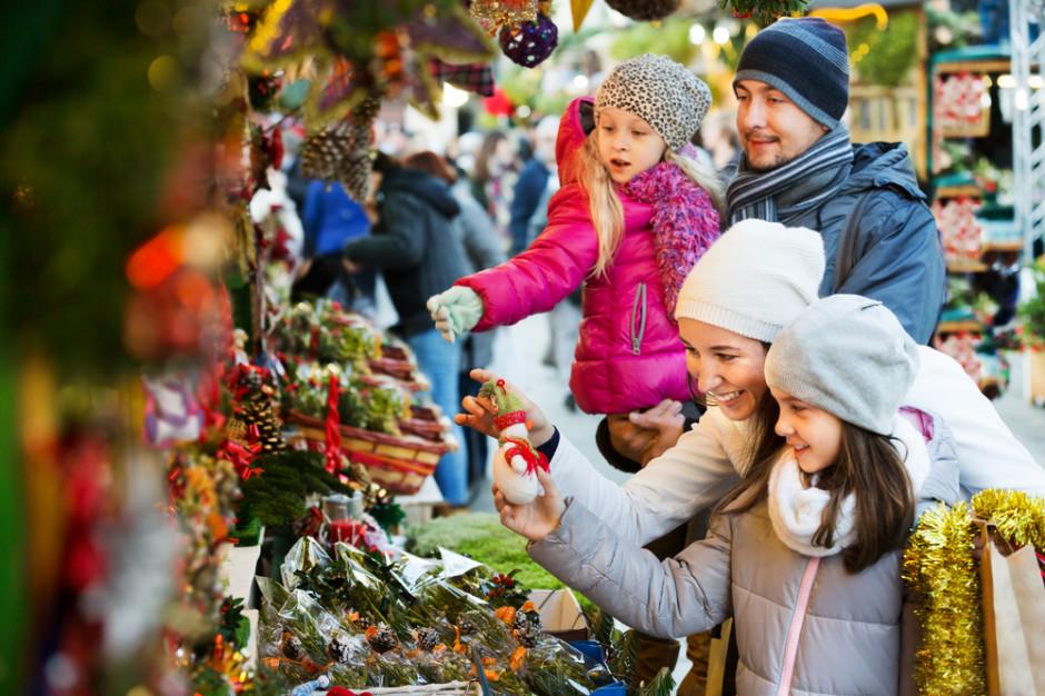 Jak Polacy kupują prezenty świąteczne?